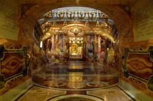 Pallier FHE-st-peters-basilica-vatican-city-confessio-crypt