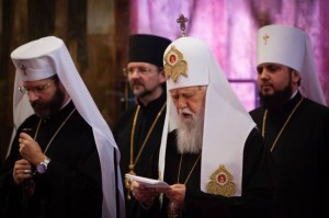 patriarkarna Sviatoslav och Filaret vid bönen i Sophia katedralen